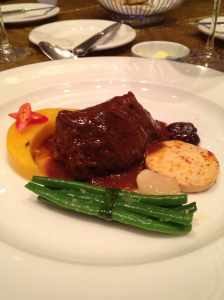 Beef cheek braised in peppery red wine sauce served with Queso De Bola cookies